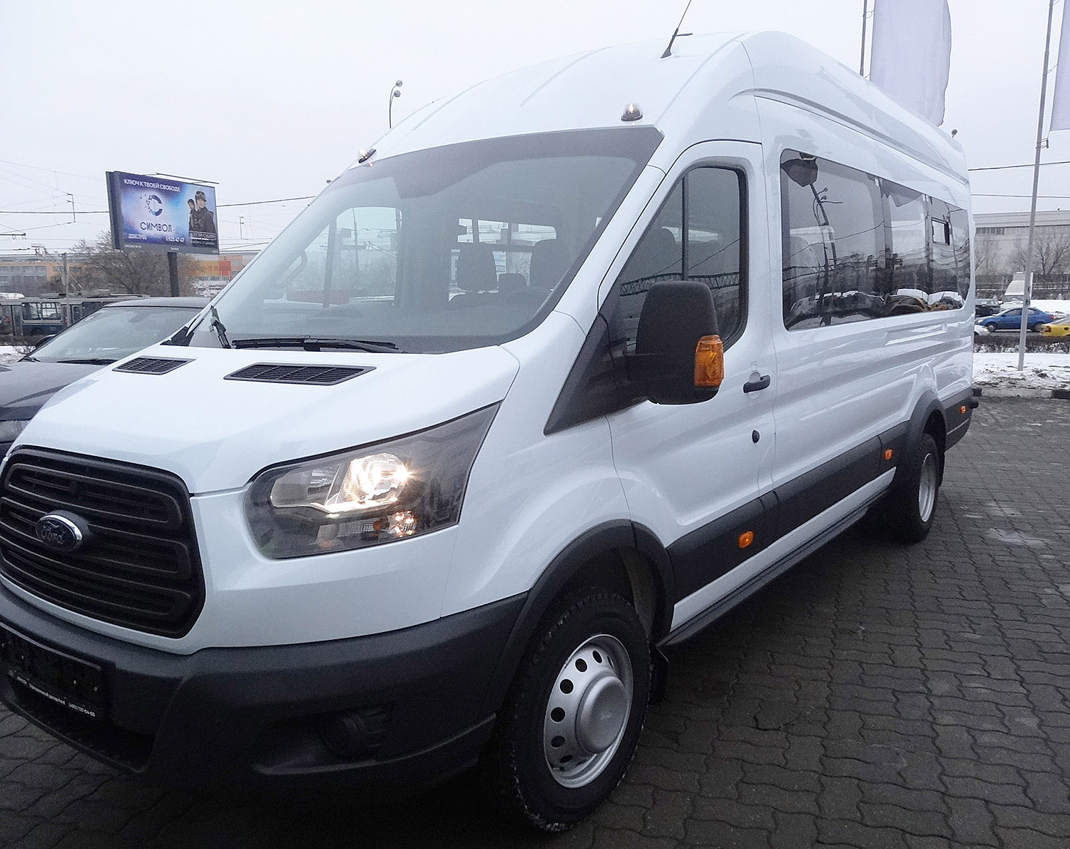 ЯрКамп-Лизинг произвела передачу на условиях лизинга микроавтобуса Ford Transit Shuttle Bus